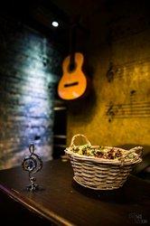 Гитара,  клавиши,  барабан,  вокал