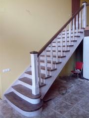 Лестницы межэтажные деревянные. Прямые,  поворотные,  винтовые.