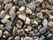 Щебень гранитный и гравийный,  растительный грунт