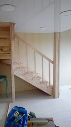 Заказать лестницу на второй этаж в дом. Звоните