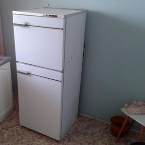 Старый холодильник,  12 лет,  Атлант