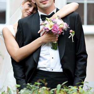 Продам свадебный костюм( смокинг)