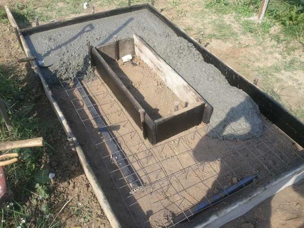 Заливка фундамента на могиле Любань 3