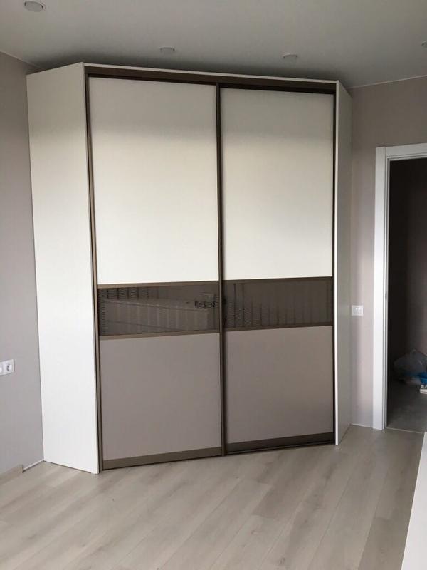 Мебель под заказ: распашные шкафы и шкафы-купе 10
