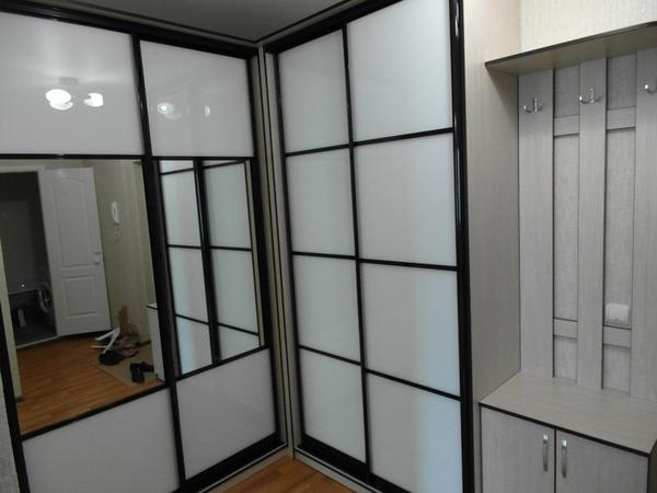 Мебель под заказ: распашные шкафы и шкафы-купе 26