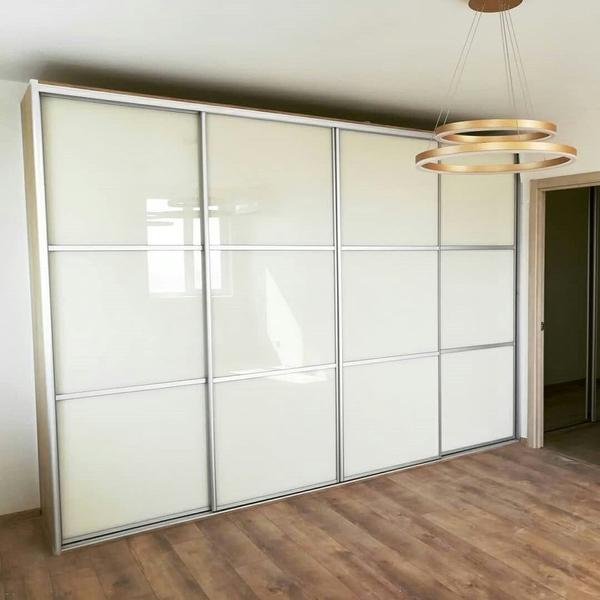 Мебель под заказ: распашные шкафы и шкафы-купе 29