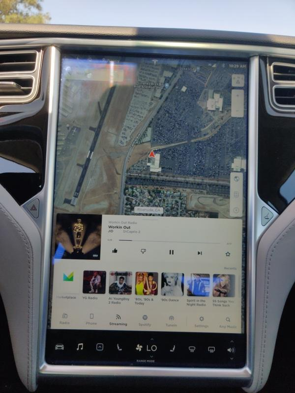 Tesla,  S 60,  2014,  белый. Запас хода от 350 км 3