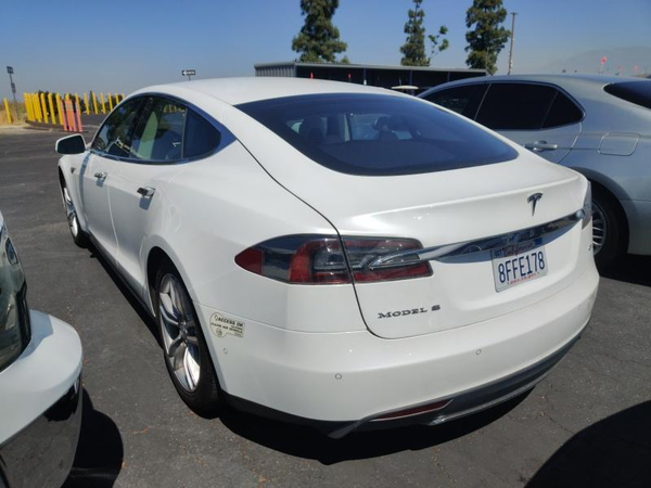 Tesla,  S 60,  2014,  белый. Запас хода от 350 км 4