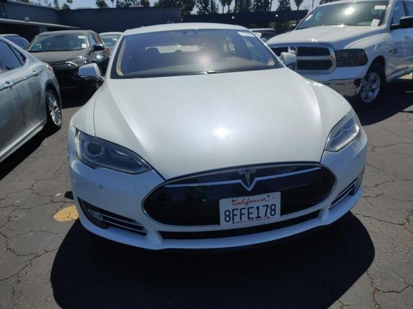 Tesla,  S 60,  2014,  белый. Запас хода от 350 км 7