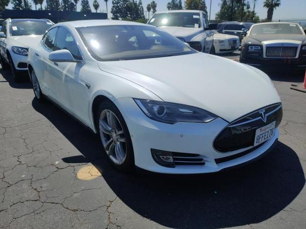 Tesla,  S 60,  2014,  белый. Запас хода от 350 км 8