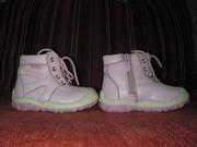 Продам детские осенние сапожки  и туфельки-босоножки для девочки