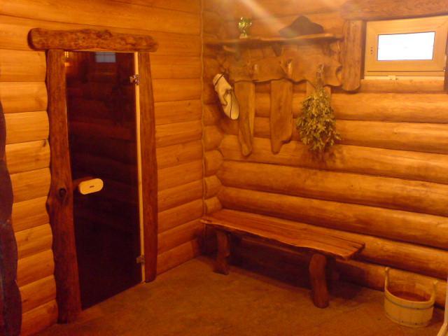 Деревянный светильник в баню