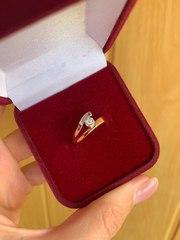 Золотое кольцо со вставкой из бриллиантов